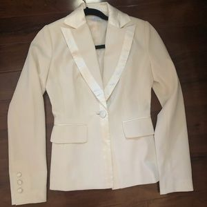 Brand new white silk detail blazer Suzy shier